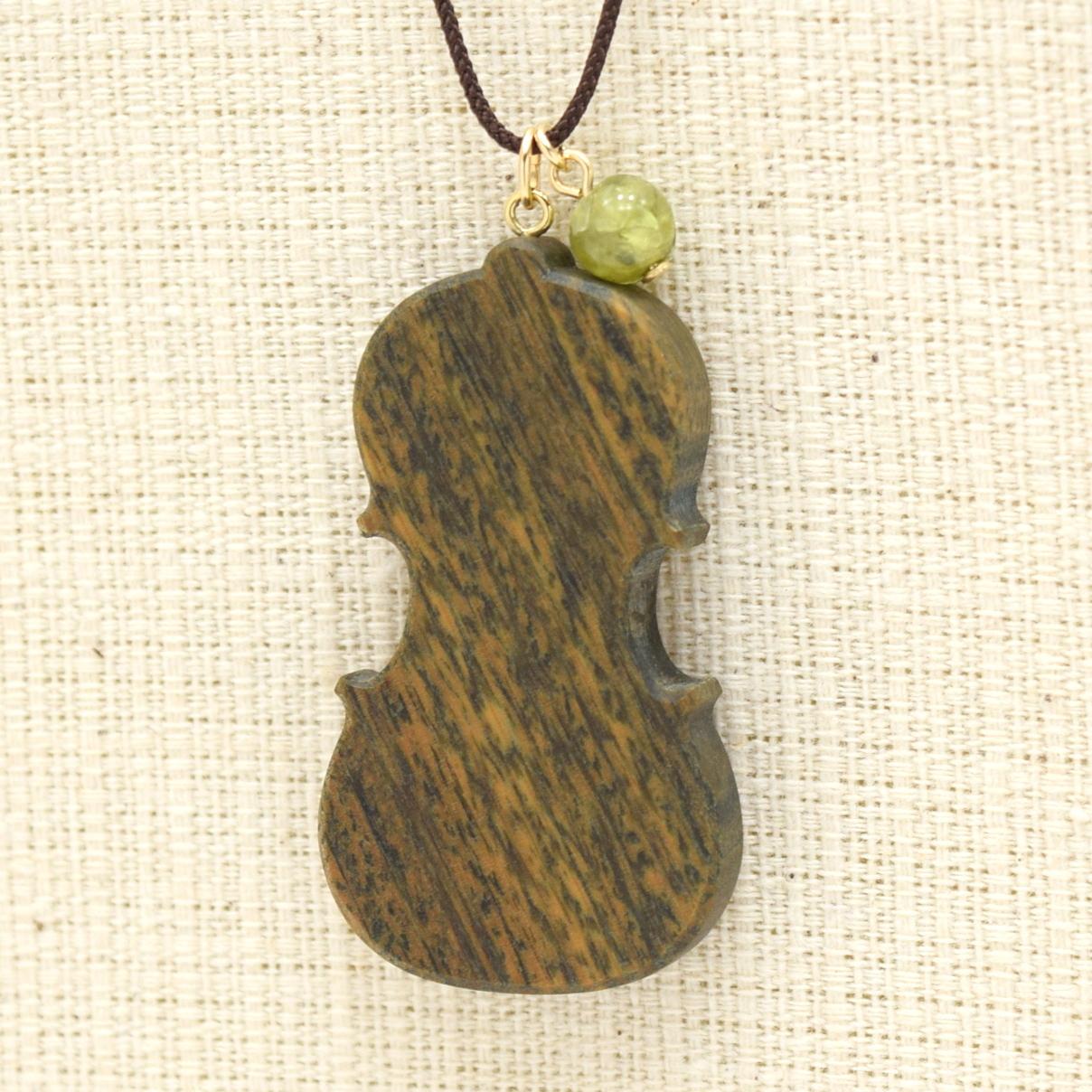 『ヴァイオリン/パロサント/ペリドット』木の宝石ペンダント【ゴールドフィルド】