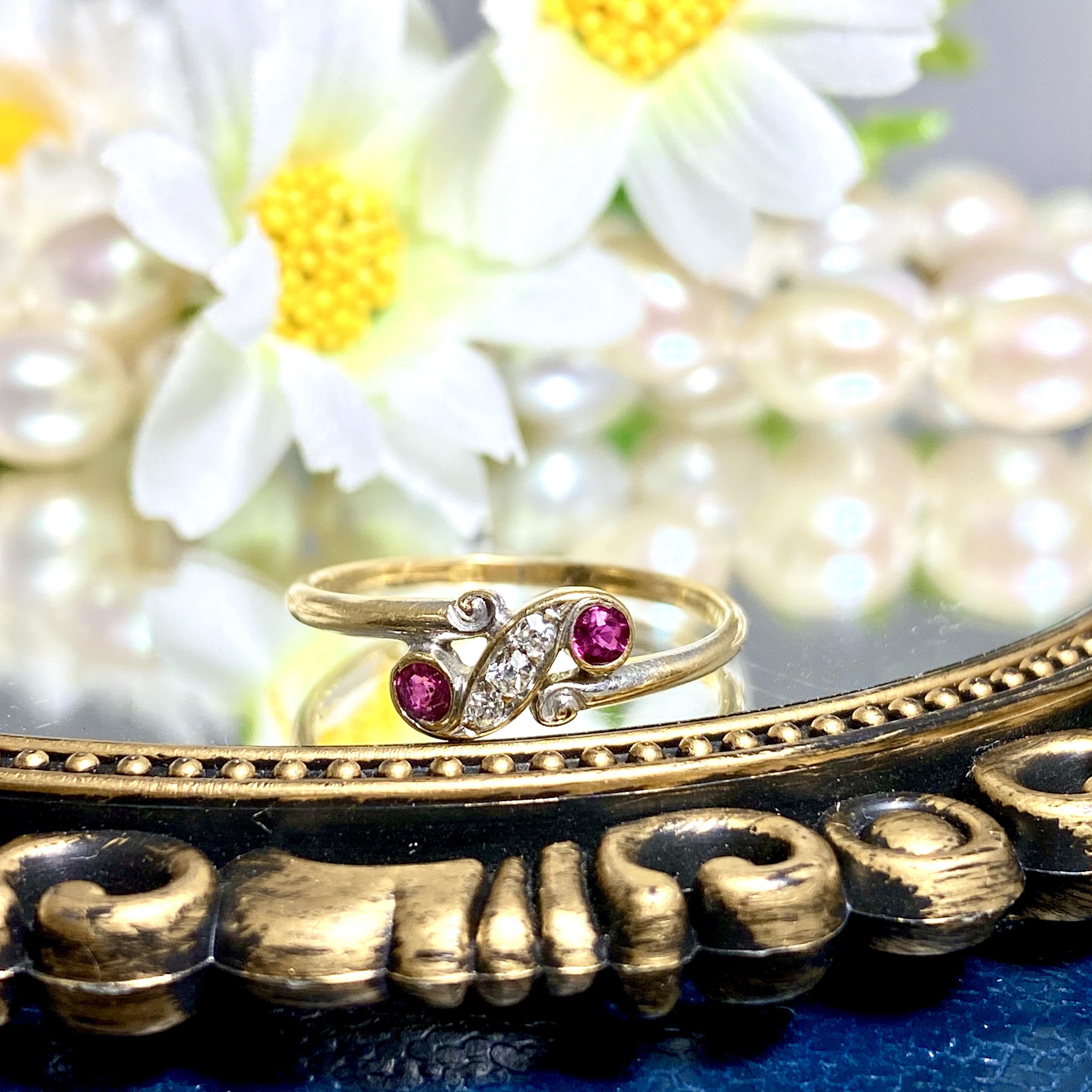 1900年初頭アンティークリング愛らしいルビーと貴重なオールドマインカットダイヤモンド