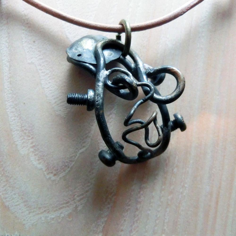 【オオサンショウウオ】a     ペンダントトップ ※革紐やチェーンは付属いたしません。 真鍮 #1100