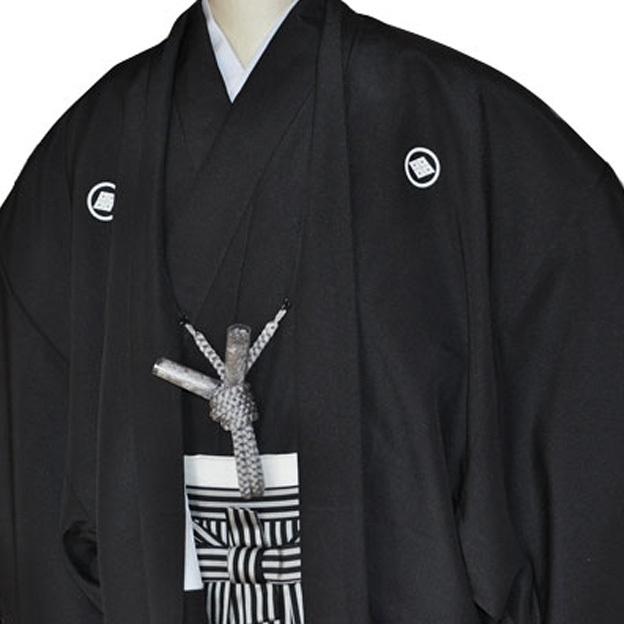 レンタル男性用black02【紋付袴】黒ちりめん着物に黒銀縞はかま - 画像1