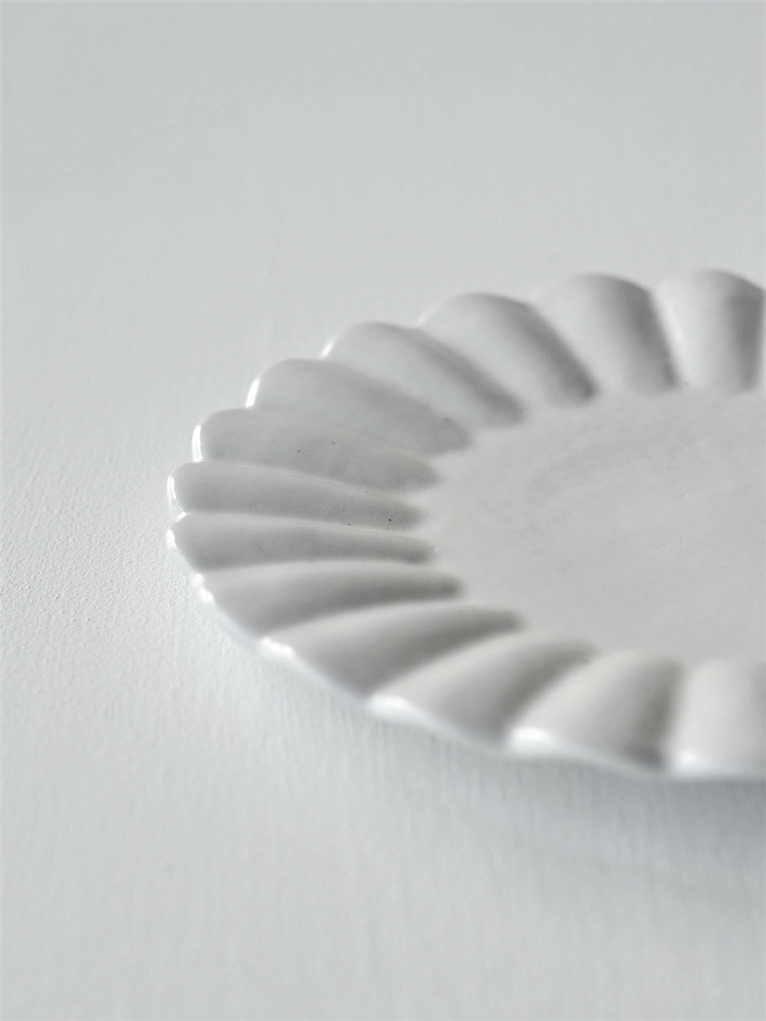 安部太一 白釉輪花皿大 taichi abe-white glaze flower shaped plate large