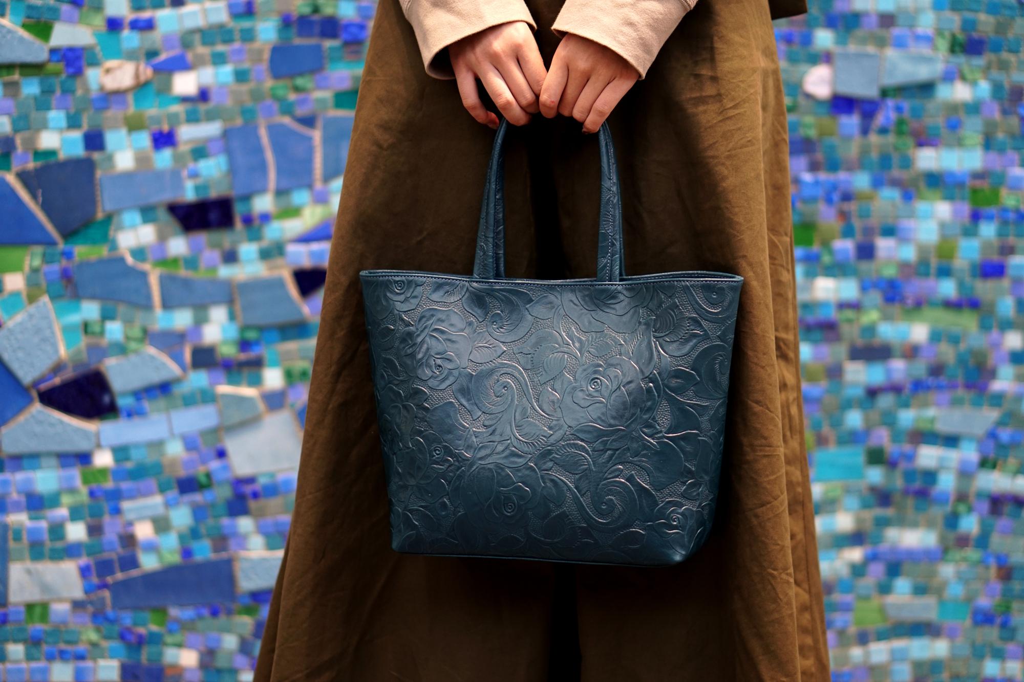 【数量限定】レトロな薔薇レザーのトートバッグ|藍色(牛革製)