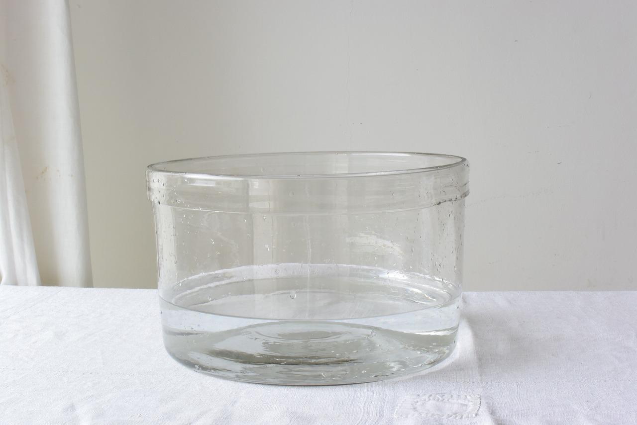 大きめの吹きガラスの水槽