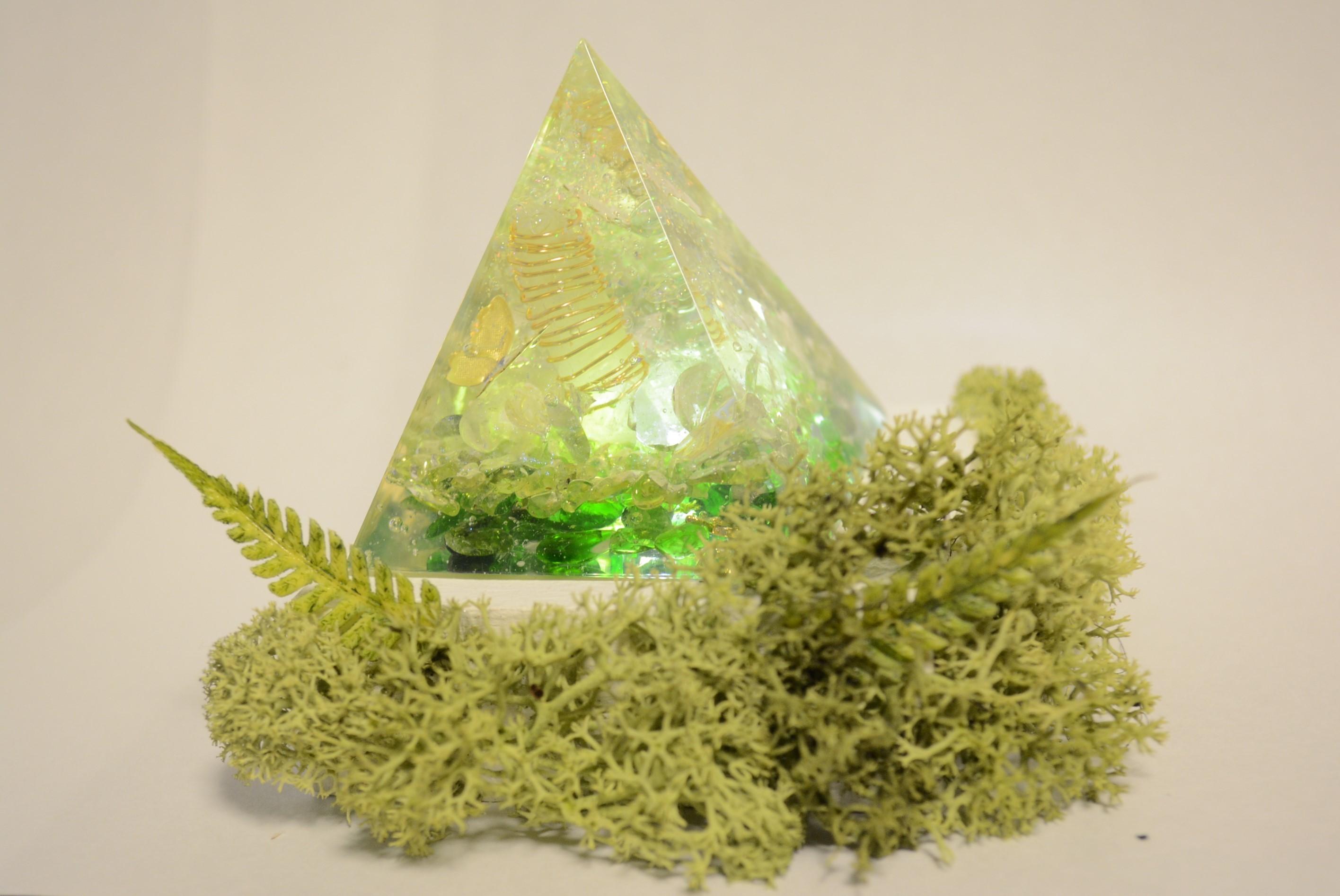 森のピラミッド~光る台座付き~