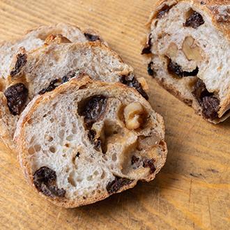 【パン工房ぐるぐる】人気のとろ~りクリームパンと新麦パンセット