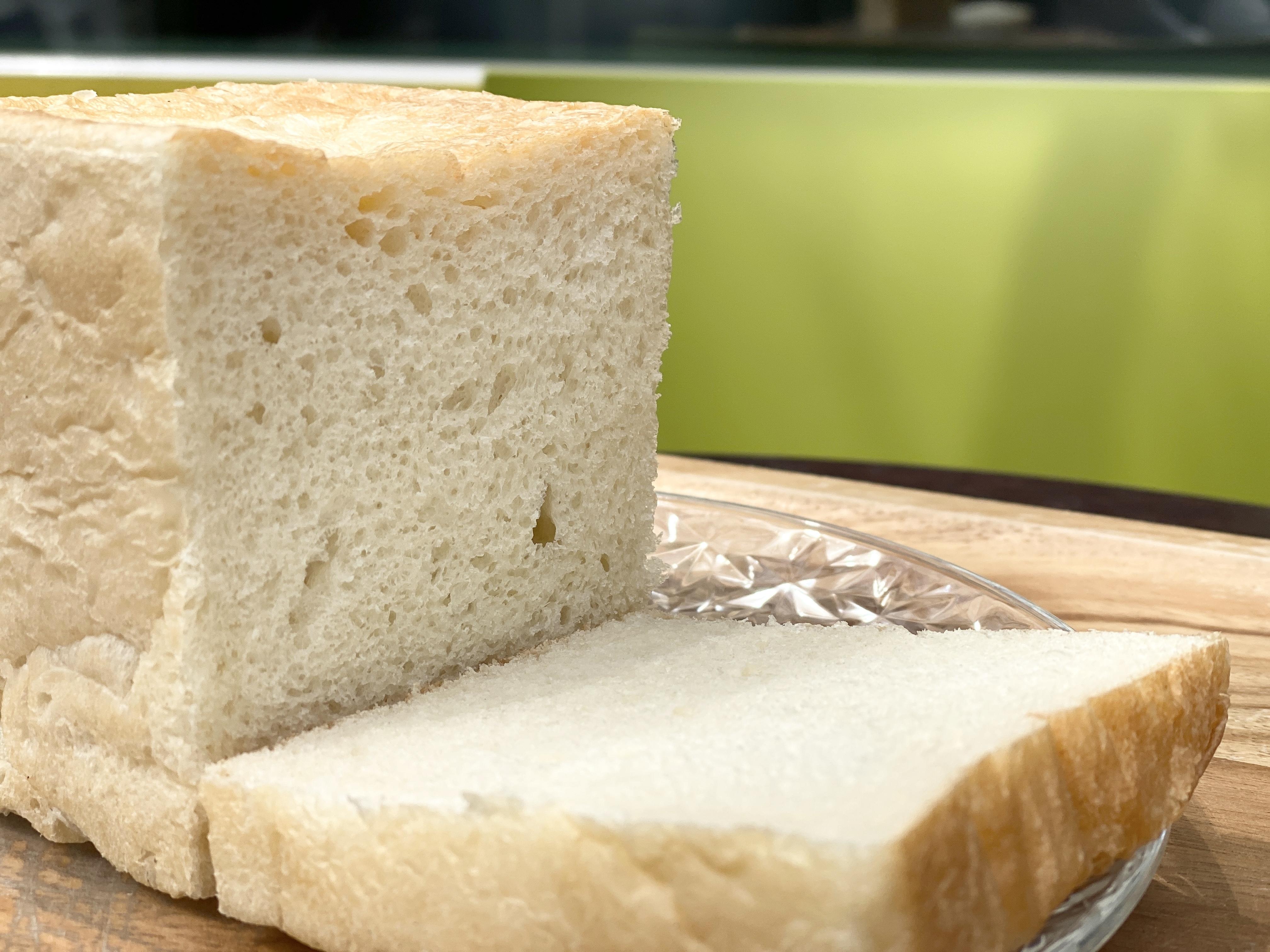 プレーン・エシレ食パン各1個