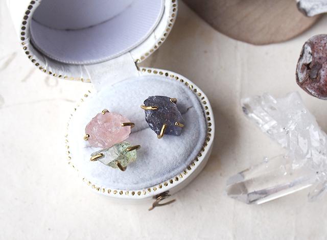 【一点物】原石のローズクォーツ・ベリル・アイオライトのピアス