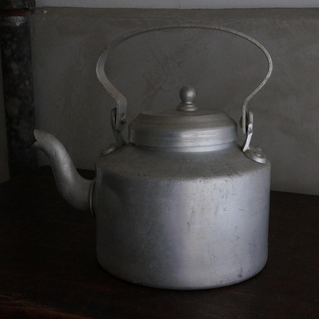 古いネパールの薬缶