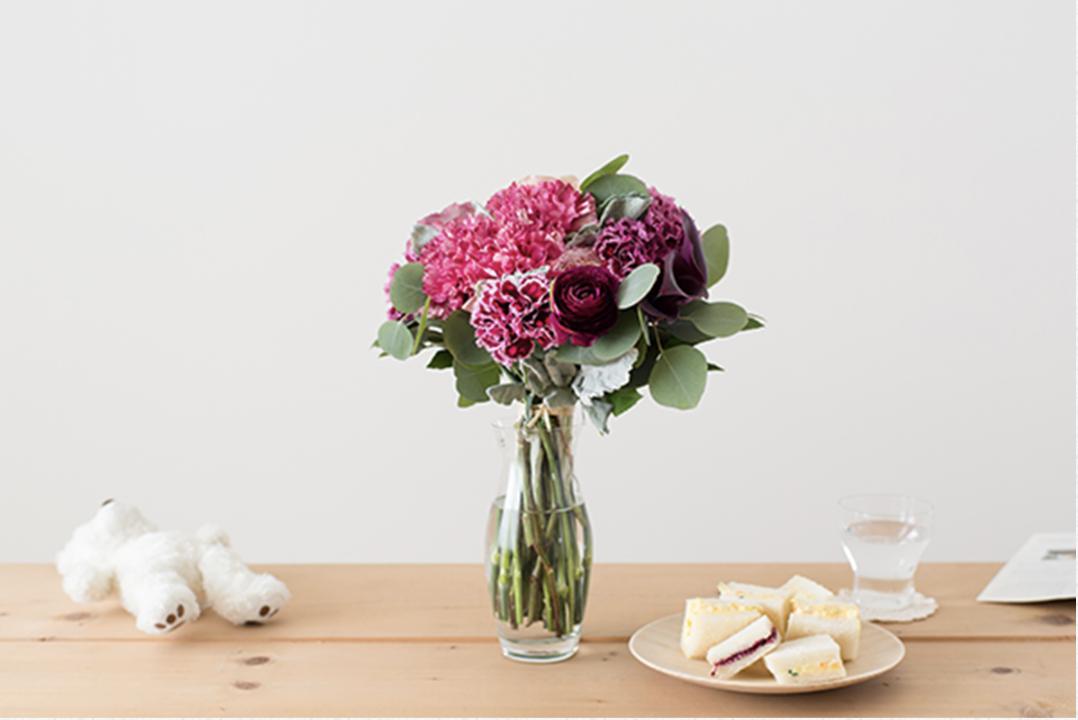 < 母の日ギフト > お母さんに花束を贈る