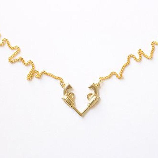 【Aquvii アクビ】 ガン 銃 ハート ネックレス (Gun Heart Necklace)