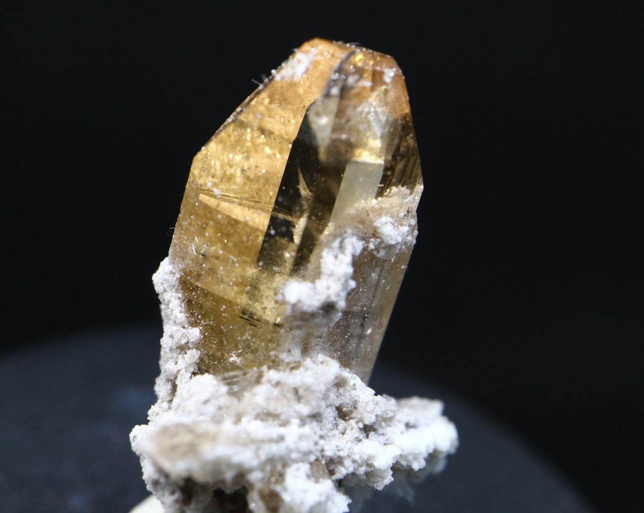 自主採掘!ユタ州産 トパーズ 1,8g 原石 標本 TZ030