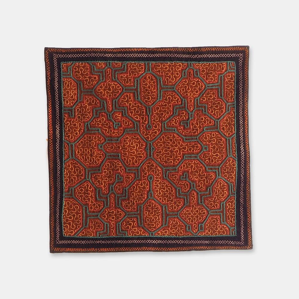 S043 SHIPIBO TEXTILES シピボ族の刺繍のテーブルマット 380×380mm