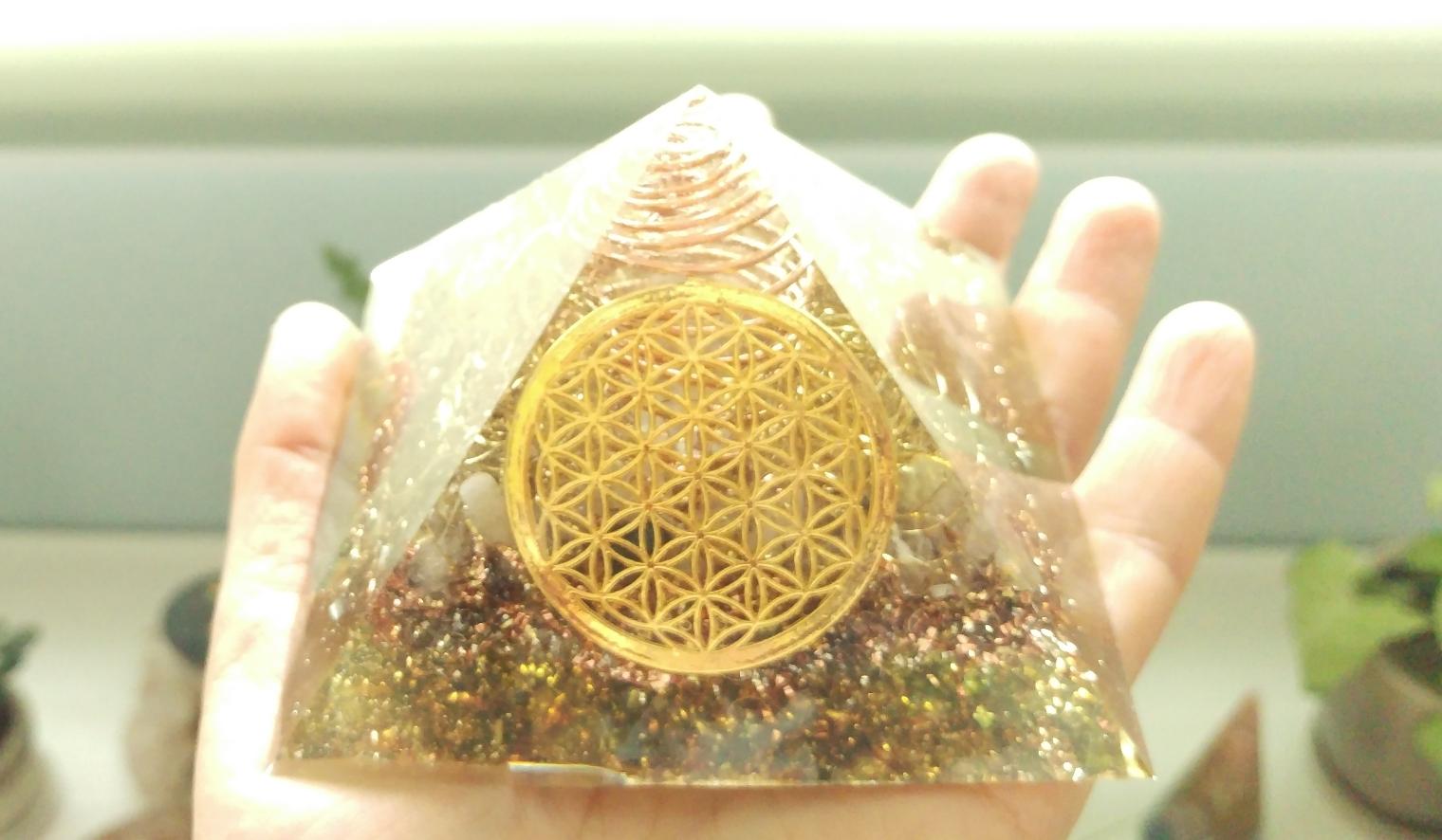 【豊】オルゴナイト〈ピラミッド 黄金比〉