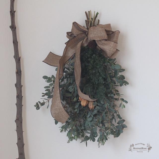 【掲載品発送】フレッシュユーカリとプリザヒムロスギフウセンポピーのクリスマススワッグ