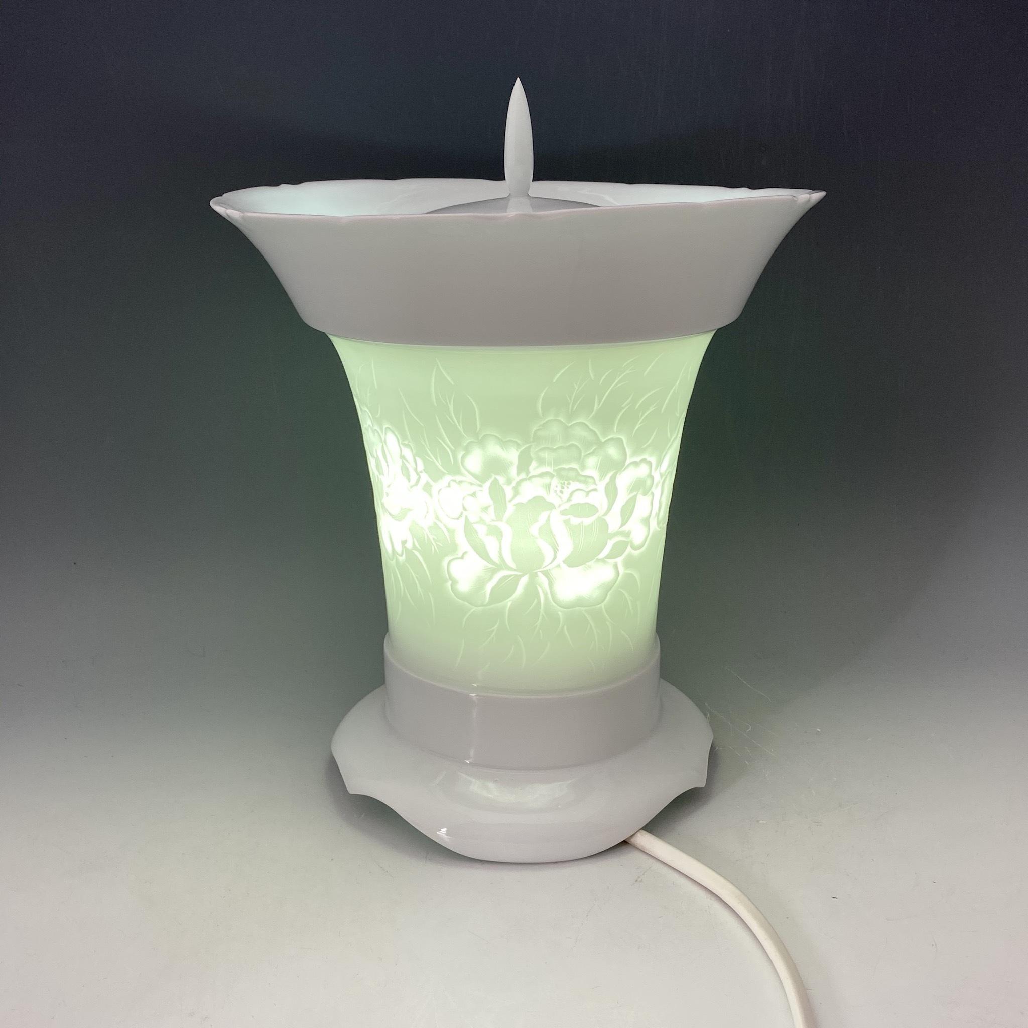 【中尾恭純】白磁牡丹彫飾燈