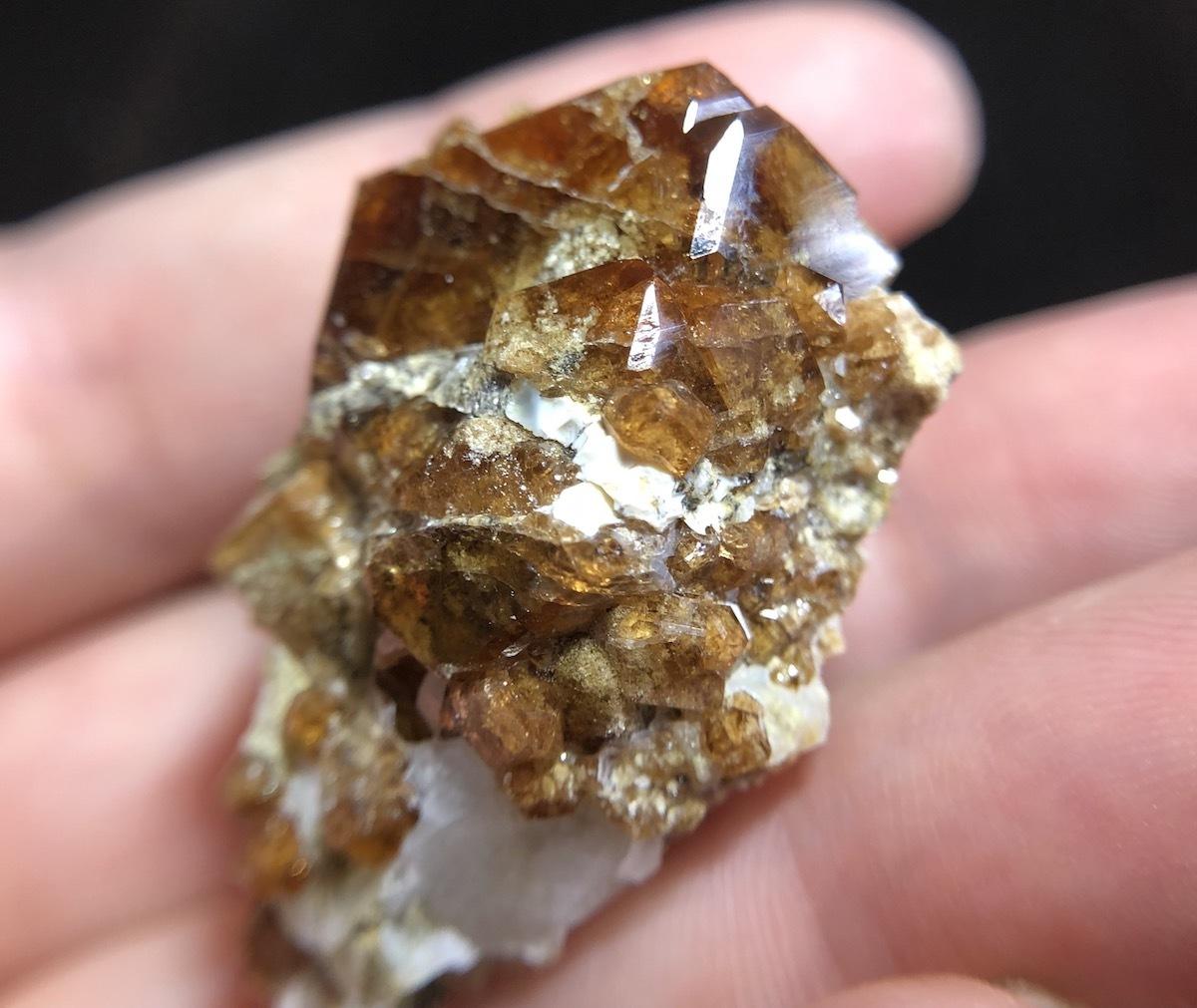 カリフォルニア産 グロッシュラーガーネット 原石 GN002