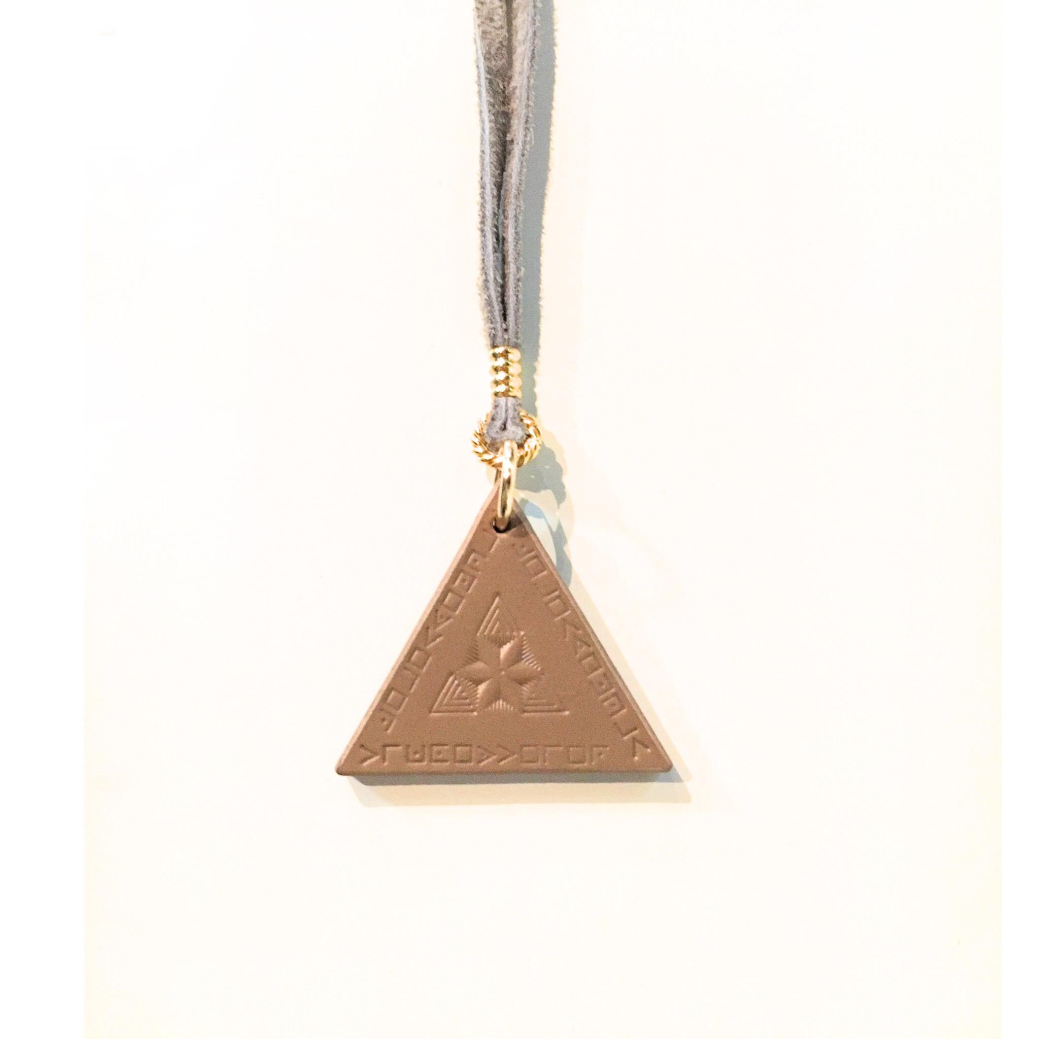 nahezu gleich/ Dreieck Necklace (grg) - 画像1
