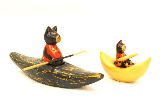 木彫りのバリ人形1 カヌー漕ぐネコ親子