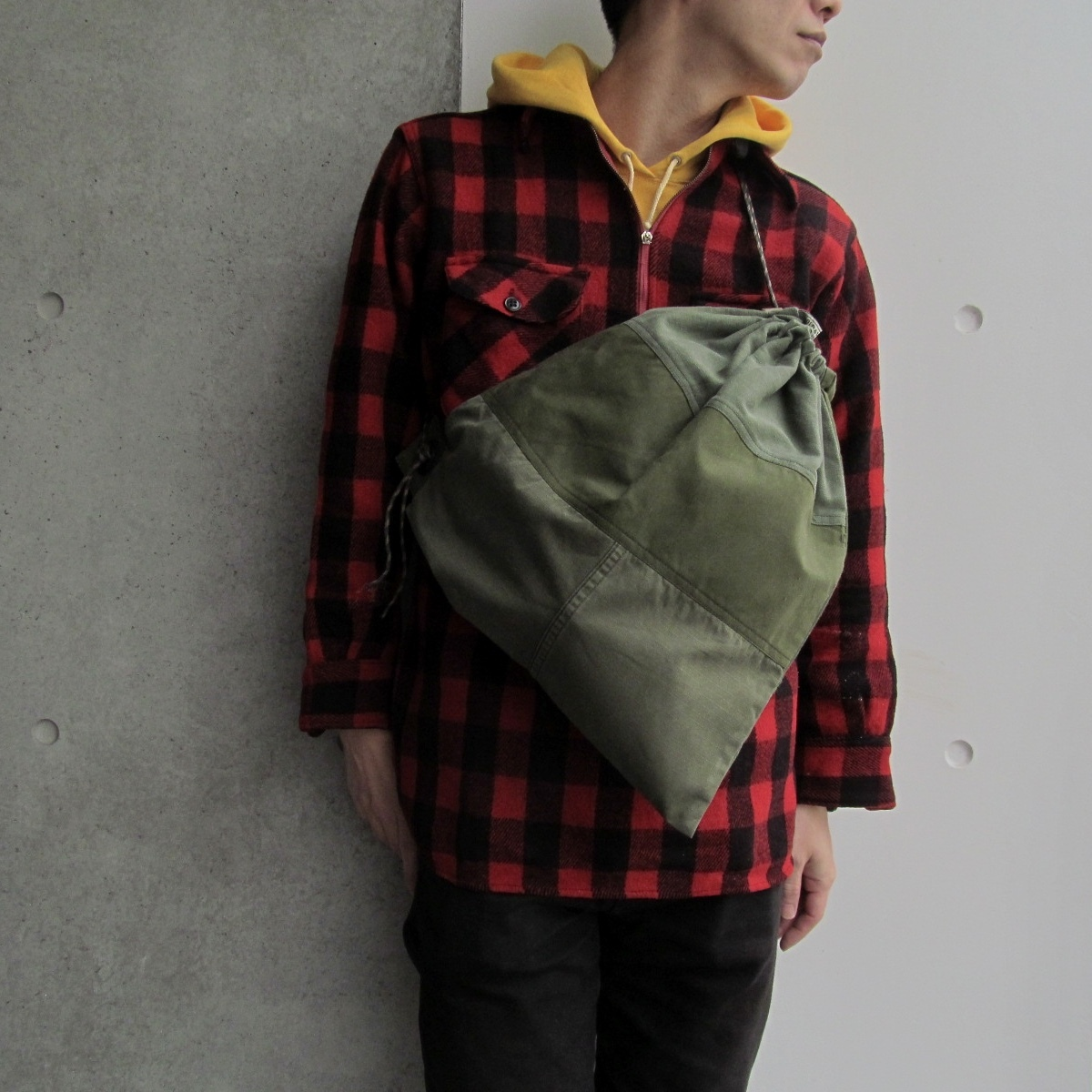 PATCH DRAWSTRING BAG (L)
