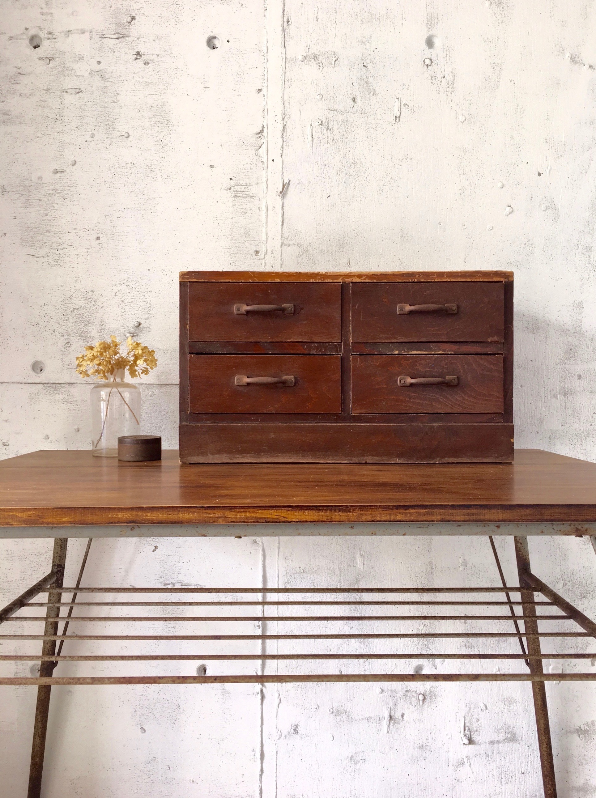 横長い木味の収納棚[古家具]