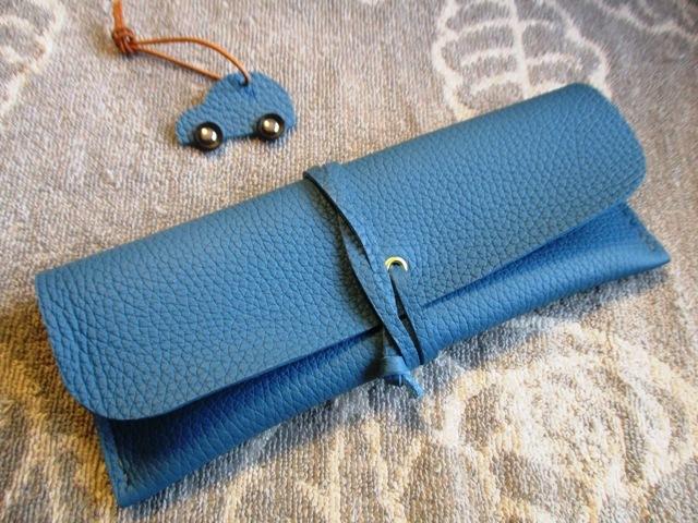 【新作】あくまでもシンプルな手縫いのロールペンケース トリヨン製
