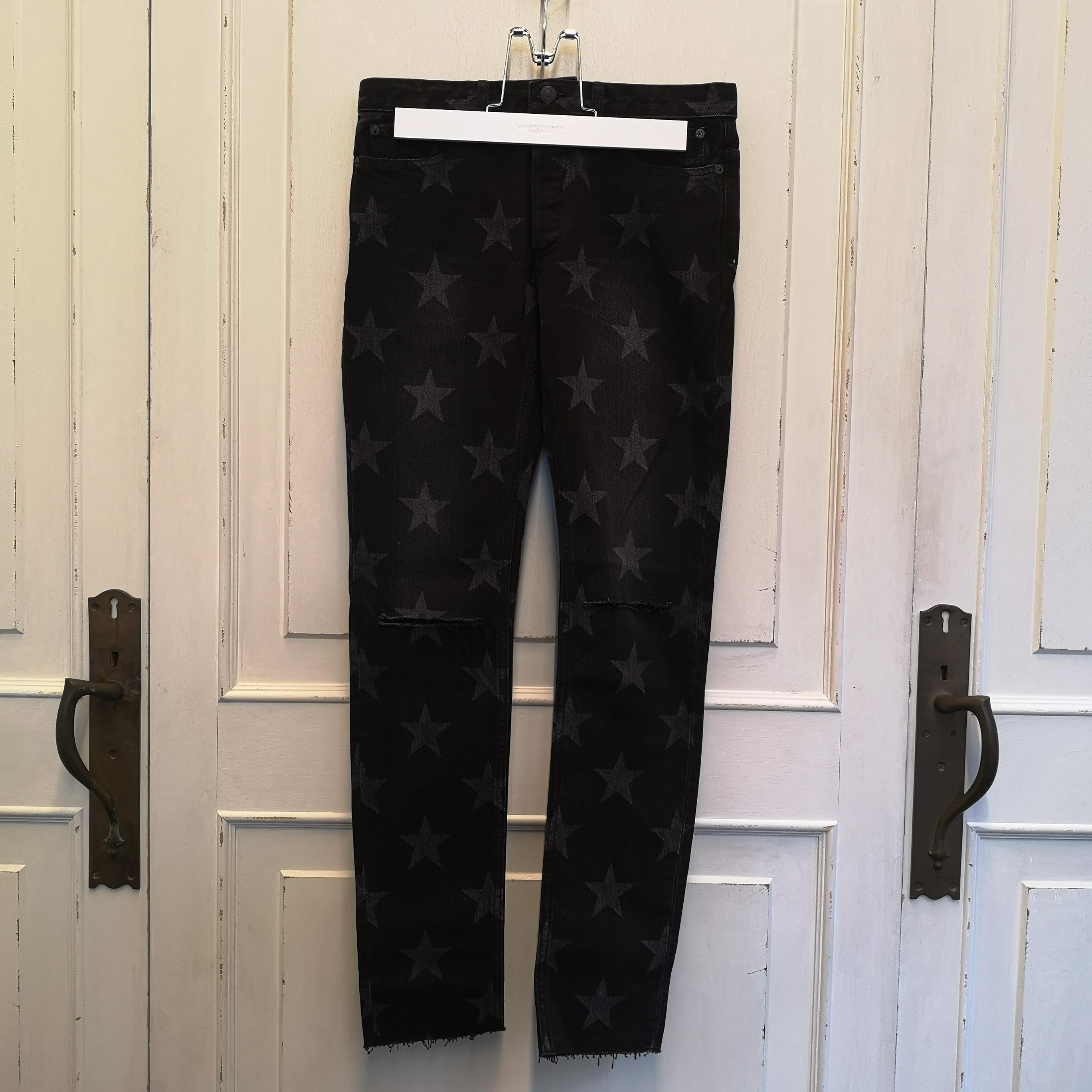 star patterned stretch slim tapered knee slit 6 pocket jean.