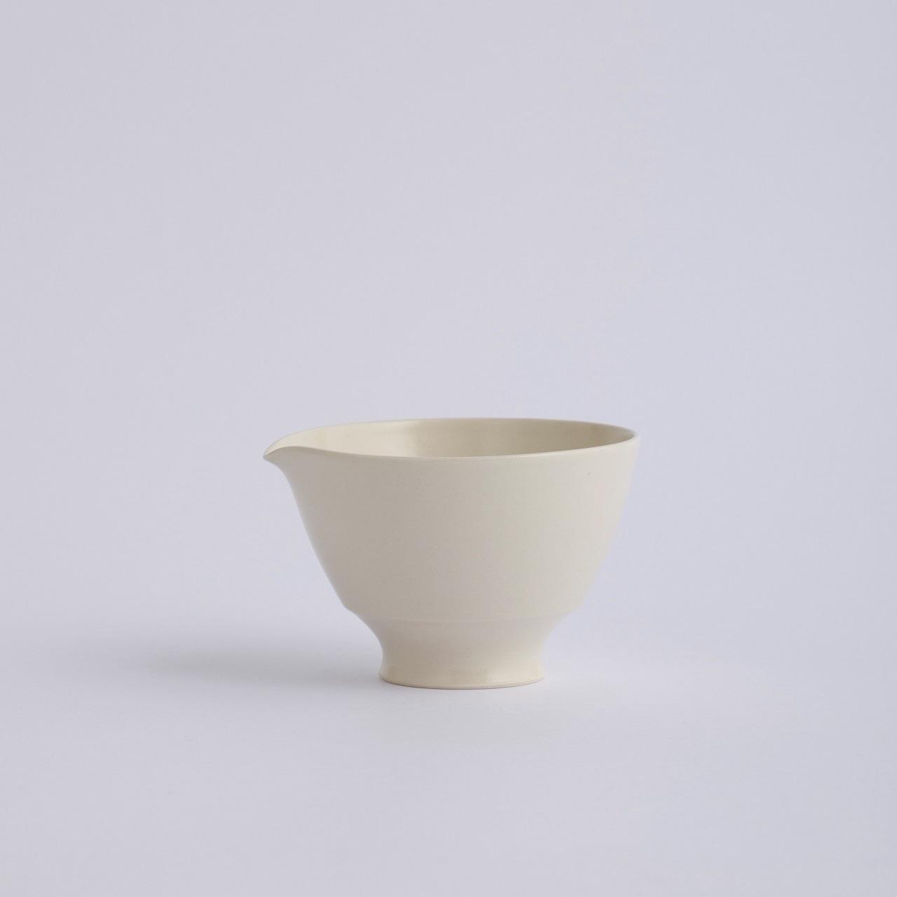 Une / Spout bowl / M