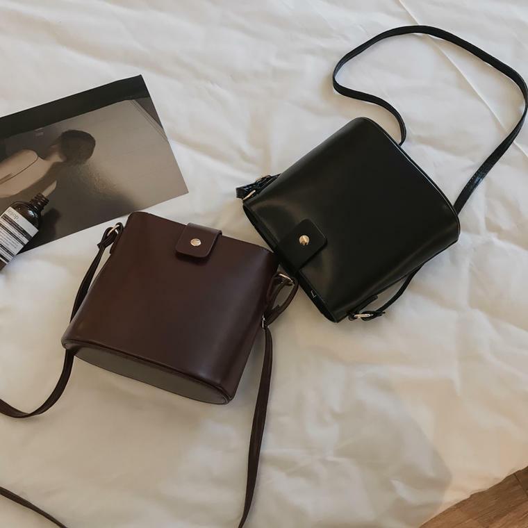 【送料無料】どんなコーデにも合わせやすい ♡ ミニサイズ コンパクト ショルダーバッグ 斜めがけ バッグ