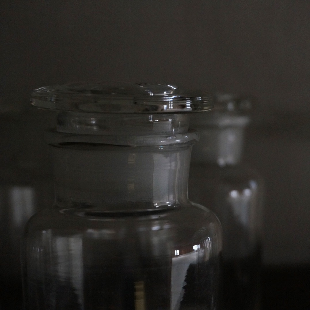 古い国産のガラス瓶