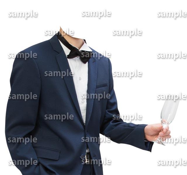 男性紺色スーツ蝶ネクタイ斜めB