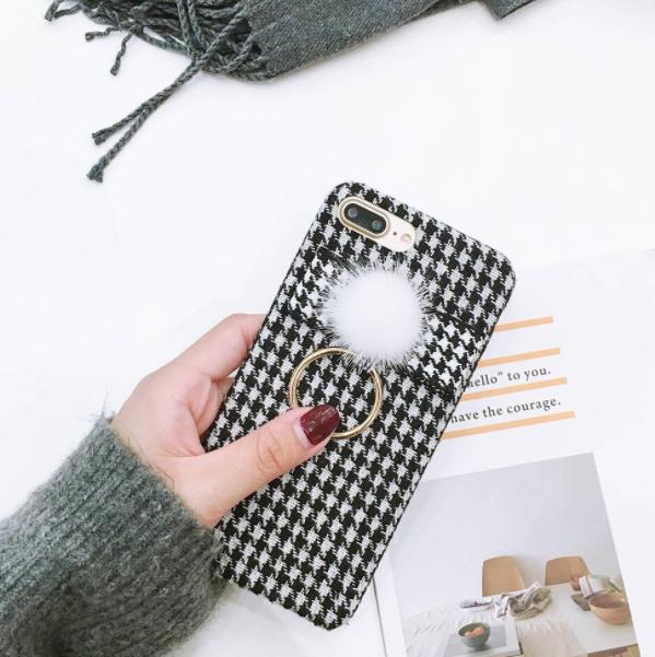 【予約商品、送料無料】千鳥格子のケースにファーとリングのチャーム付iPhoneケース