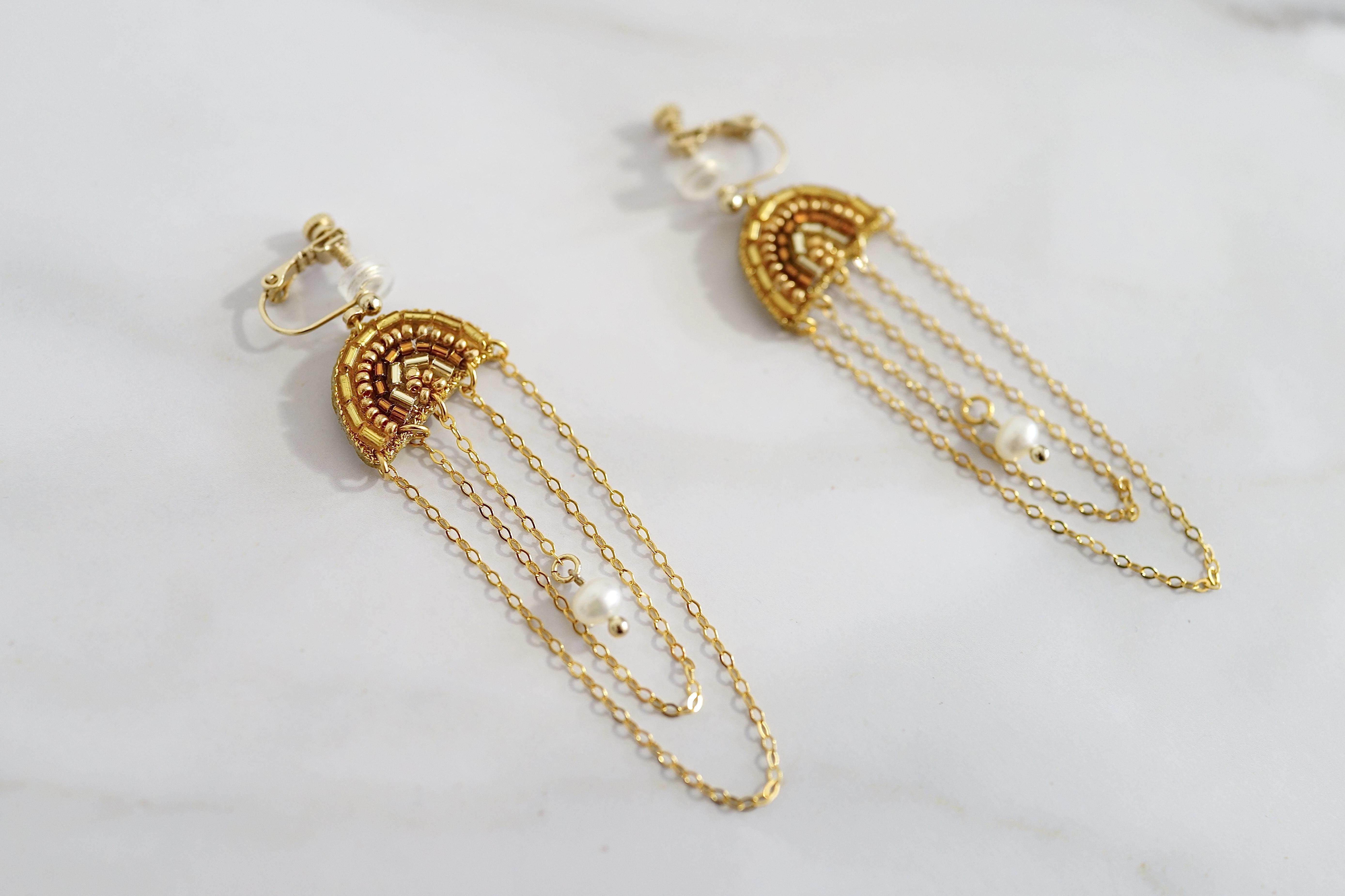 【刺繍ジュエリー】Half moon chain/gold *注文時にピアスorイヤリングお選びいただけます