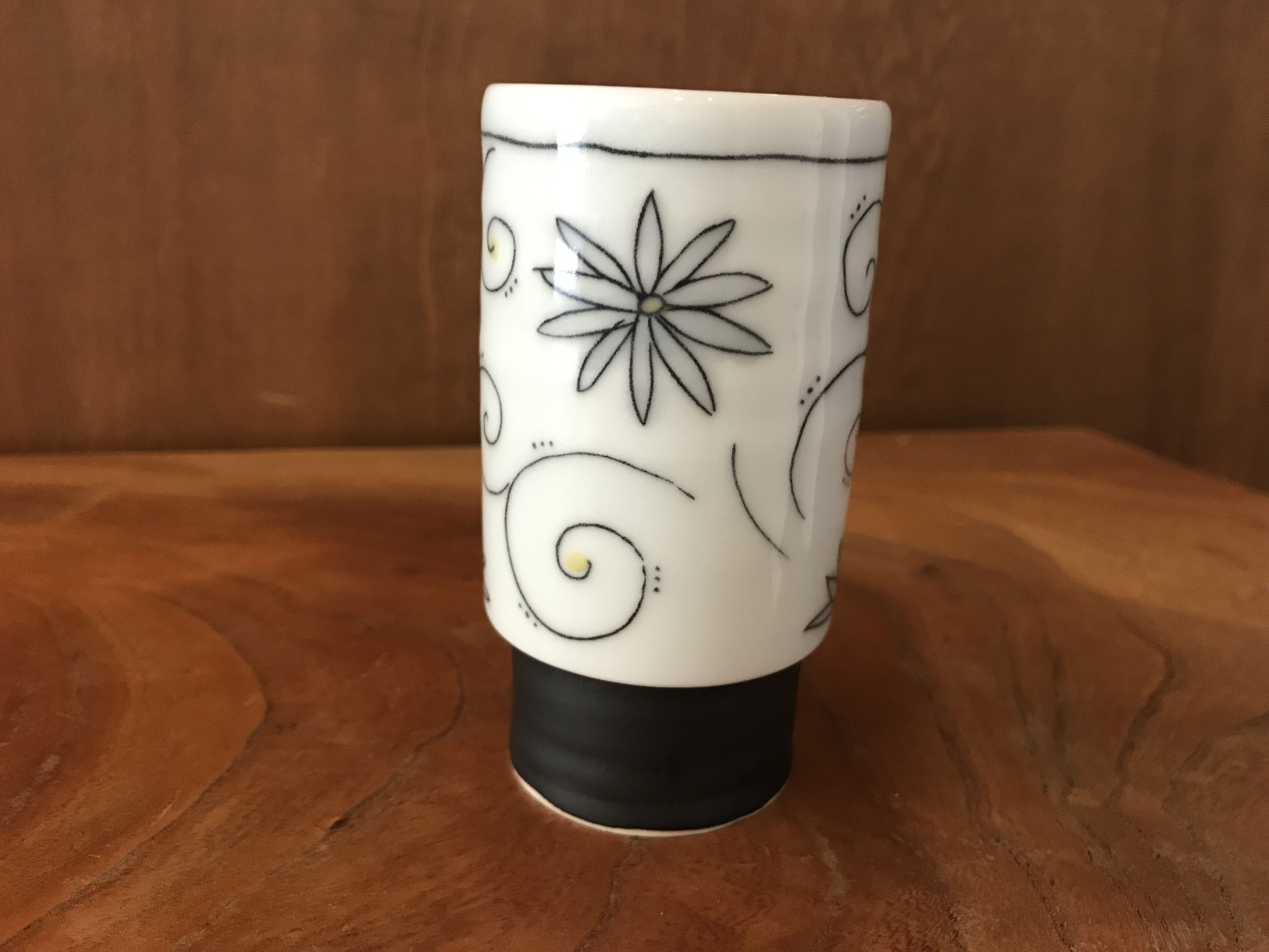 砥部焼 陶彩窯 象嵌の湯呑み