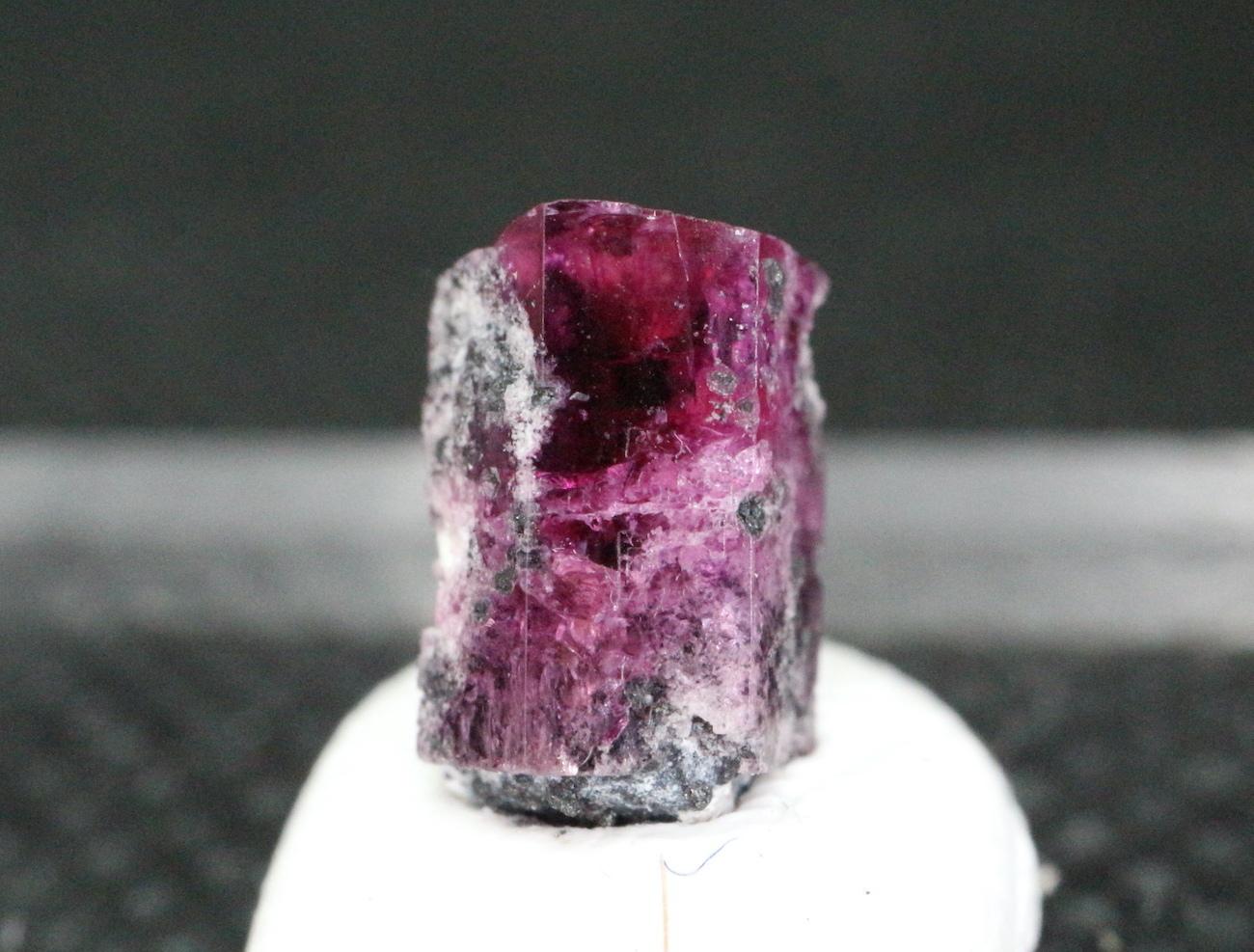 レッドベリル  レッドエメラルド  0,3g RB022 鉱物 天然石 パワーストーン
