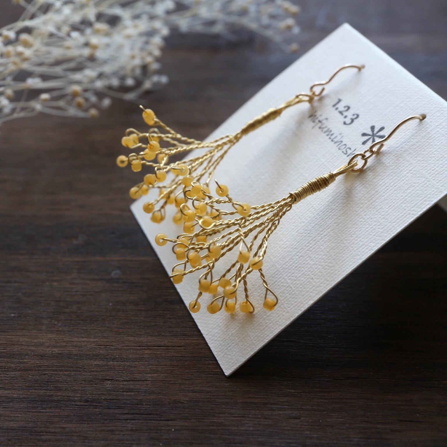 かすみ草の耳飾り<yellow>