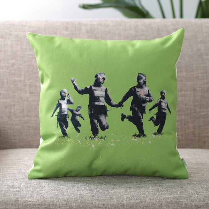 バンクシー Banksy クッションカバー RIOT COPPER
