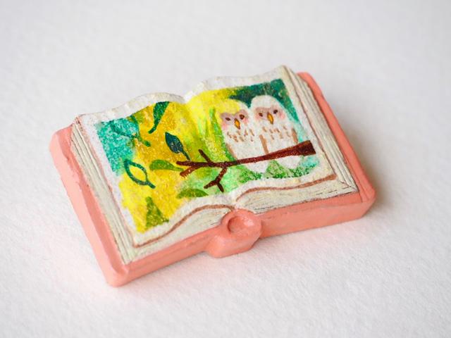 送料無料◆絵本みたいな陶土のブローチ《ふくろう兄弟物語》