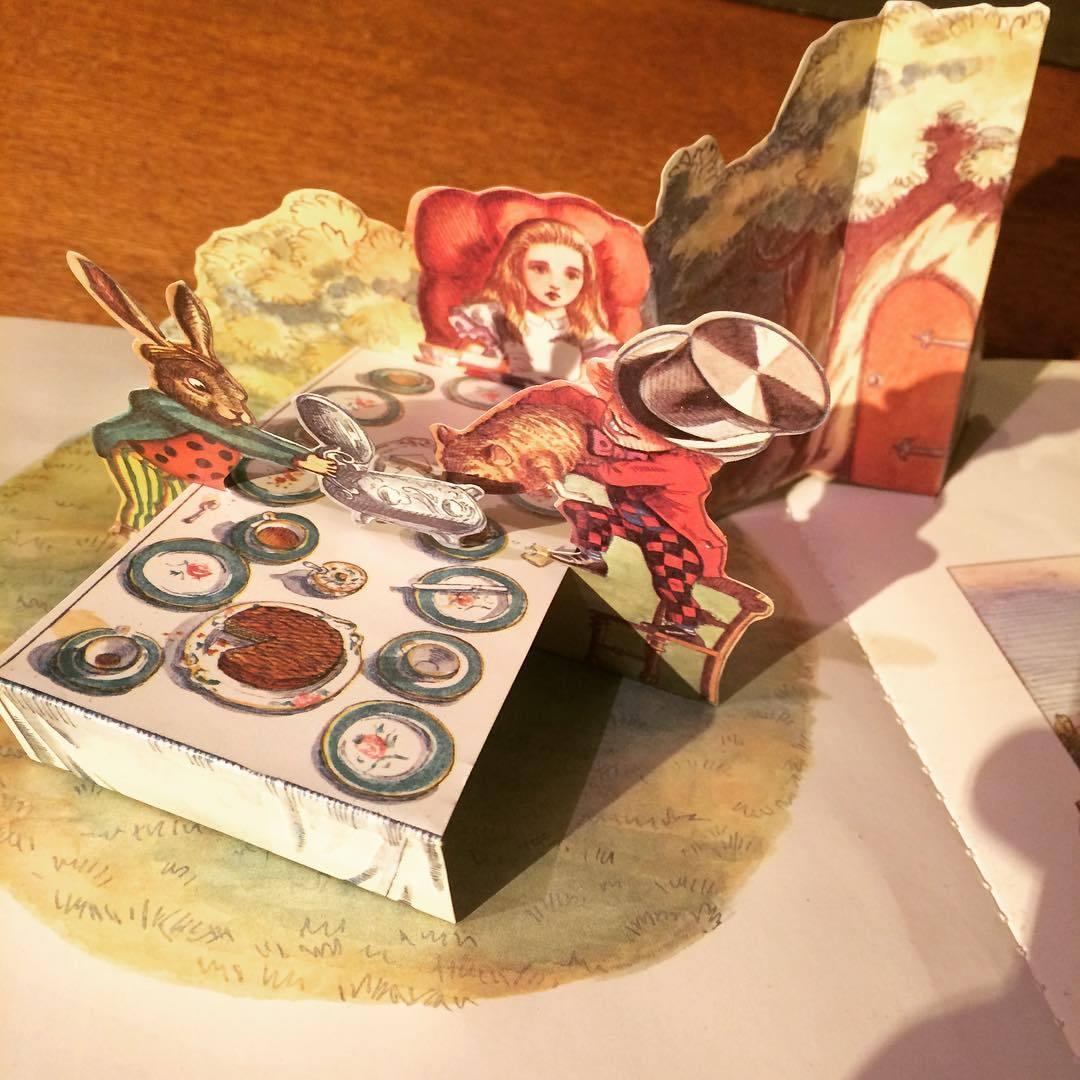 不思議の国のアリス ポップアップ絵本「Alice in Wonderland: A Macmillan Pop-up Book/Lewis Carroll」 - 画像2