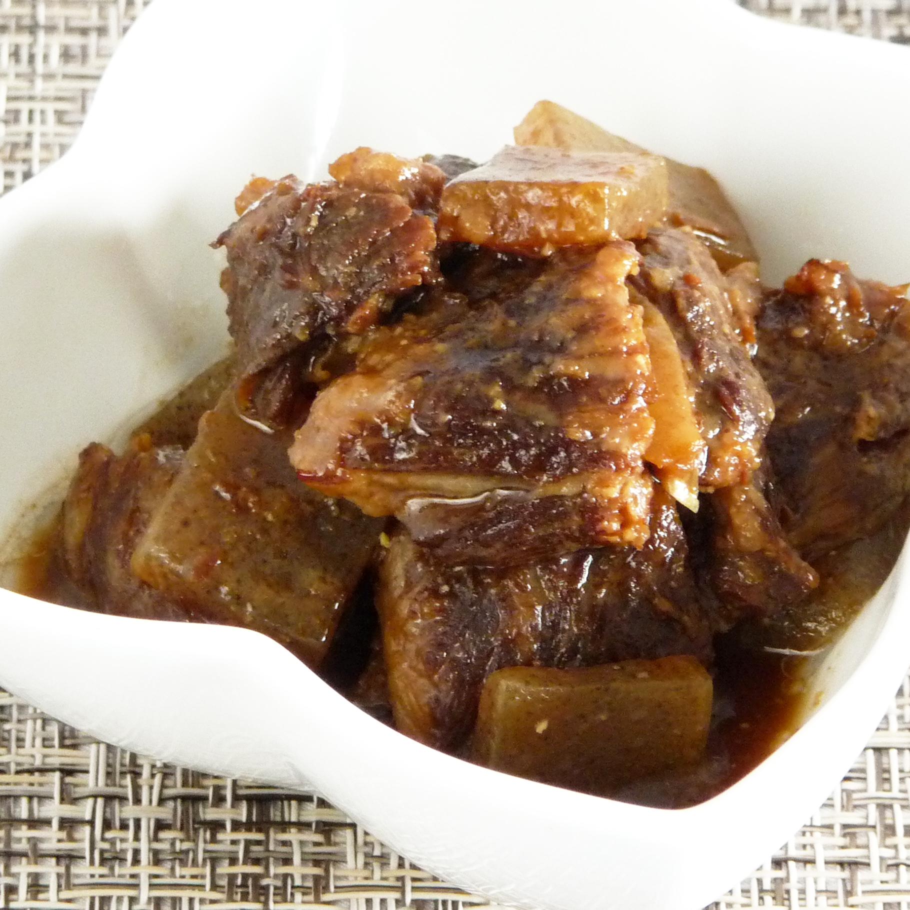 国産黒毛和牛の牛すじ煮込み・4個(醤油&味噌/贈答用木箱入り)◆送料無料◆