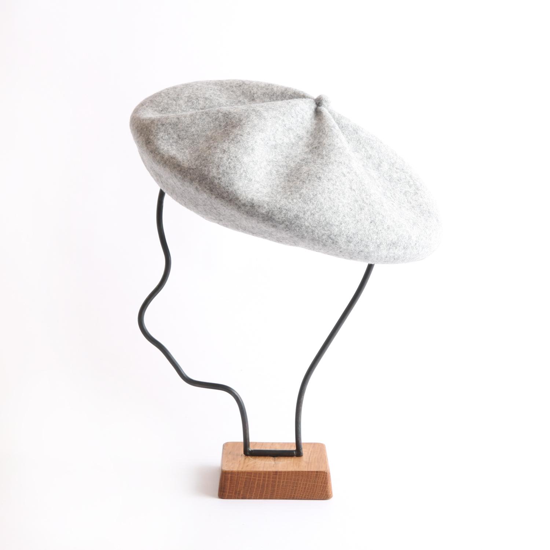 mature ha./beret top gather big light grey