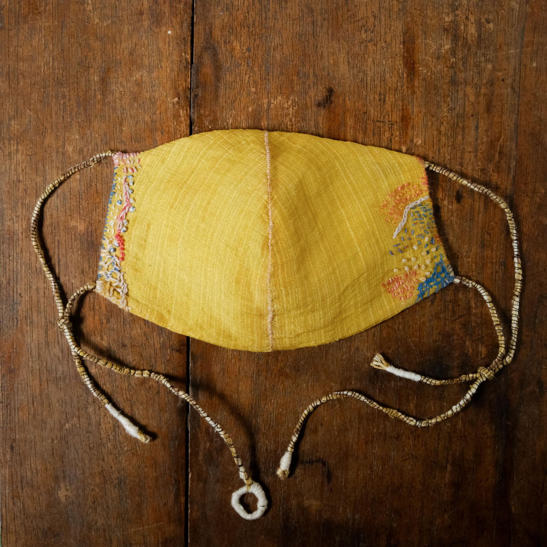 「 joy 」草木染絹と炭染有機木綿の手縫いマスク