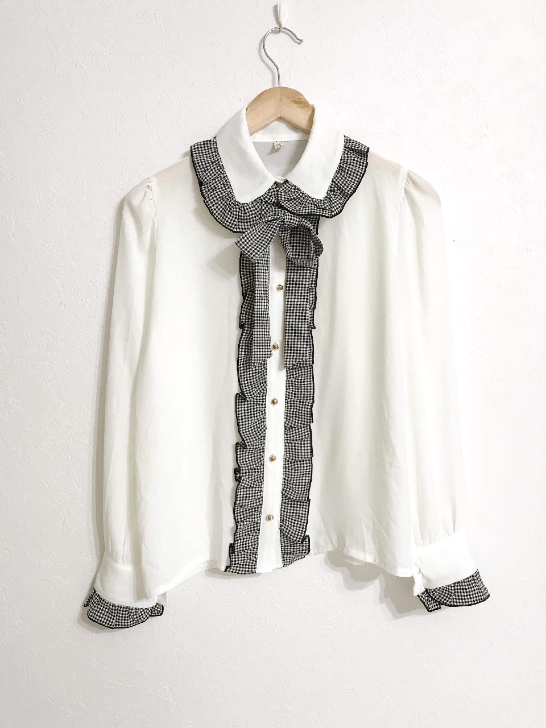 リボンタイ付きギンガムチェックフリルのとろみ素材シャツ ホワイト