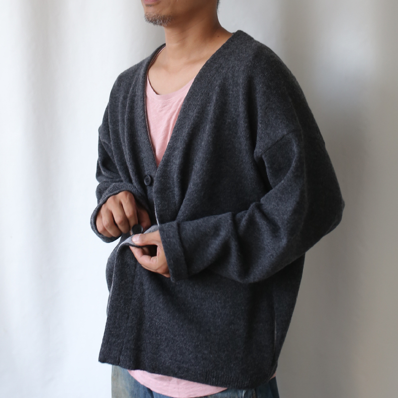 410008_Color scheme Cardigan(チャコール×Mグレー)