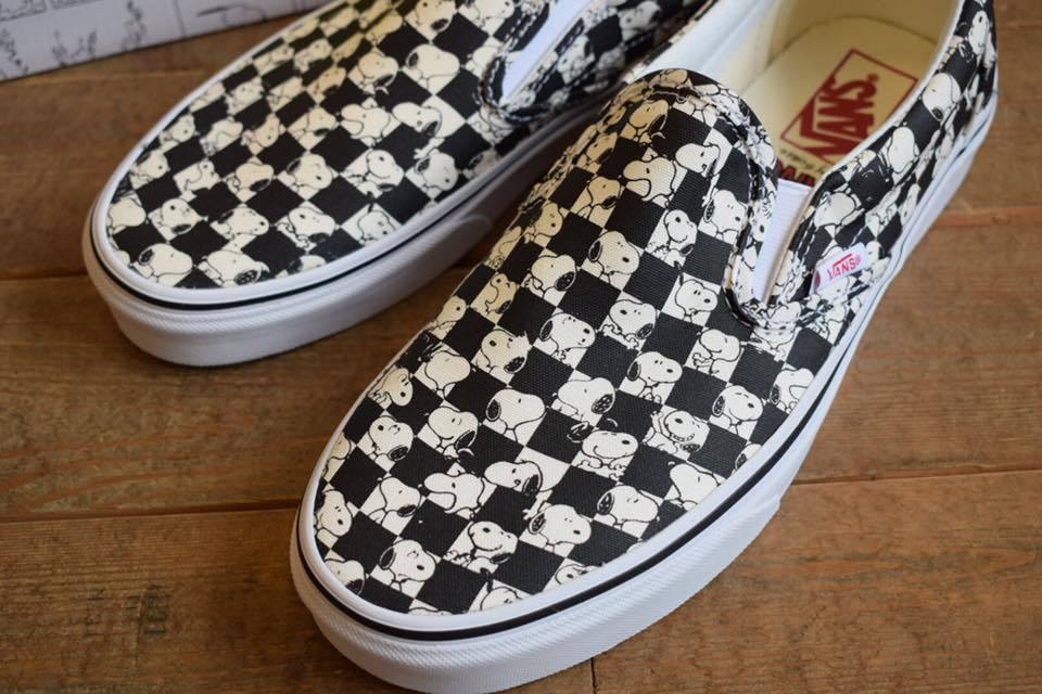 VANS(バンズ) ×Peanuts Classic slip on Snoopy/Chckerbrd