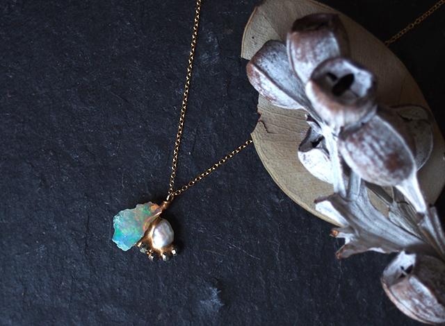 【一点物】原石のオパール・パール・パイライトの金継ぎネックレス