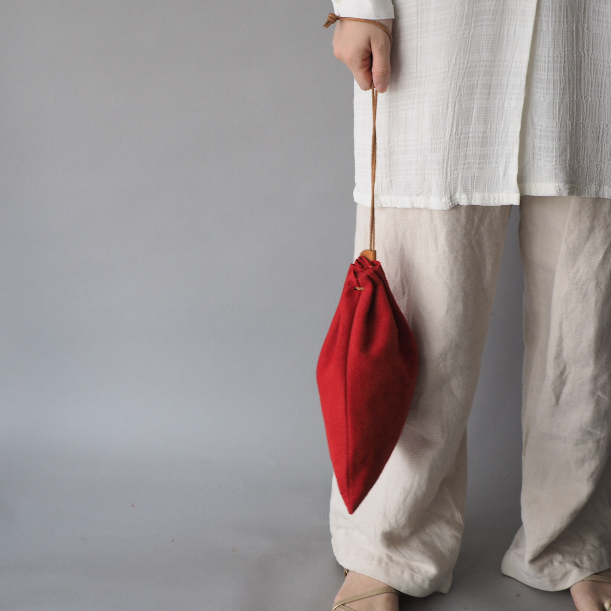 """Utility Bag"" 大人のためのレザー巾着 -カラフルなスウェード - 画像1"