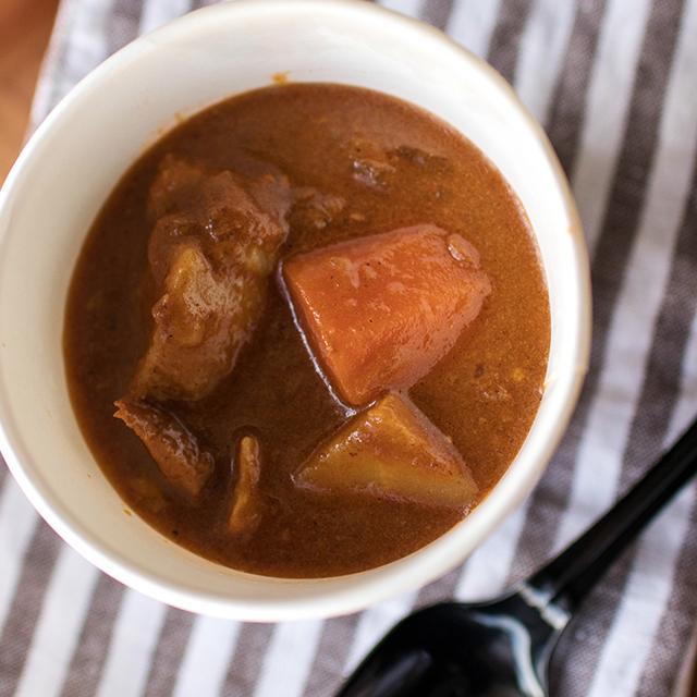 【店頭販売】季節のスープ「とろとろポークスペアリブと野菜のブラウンシチュー」