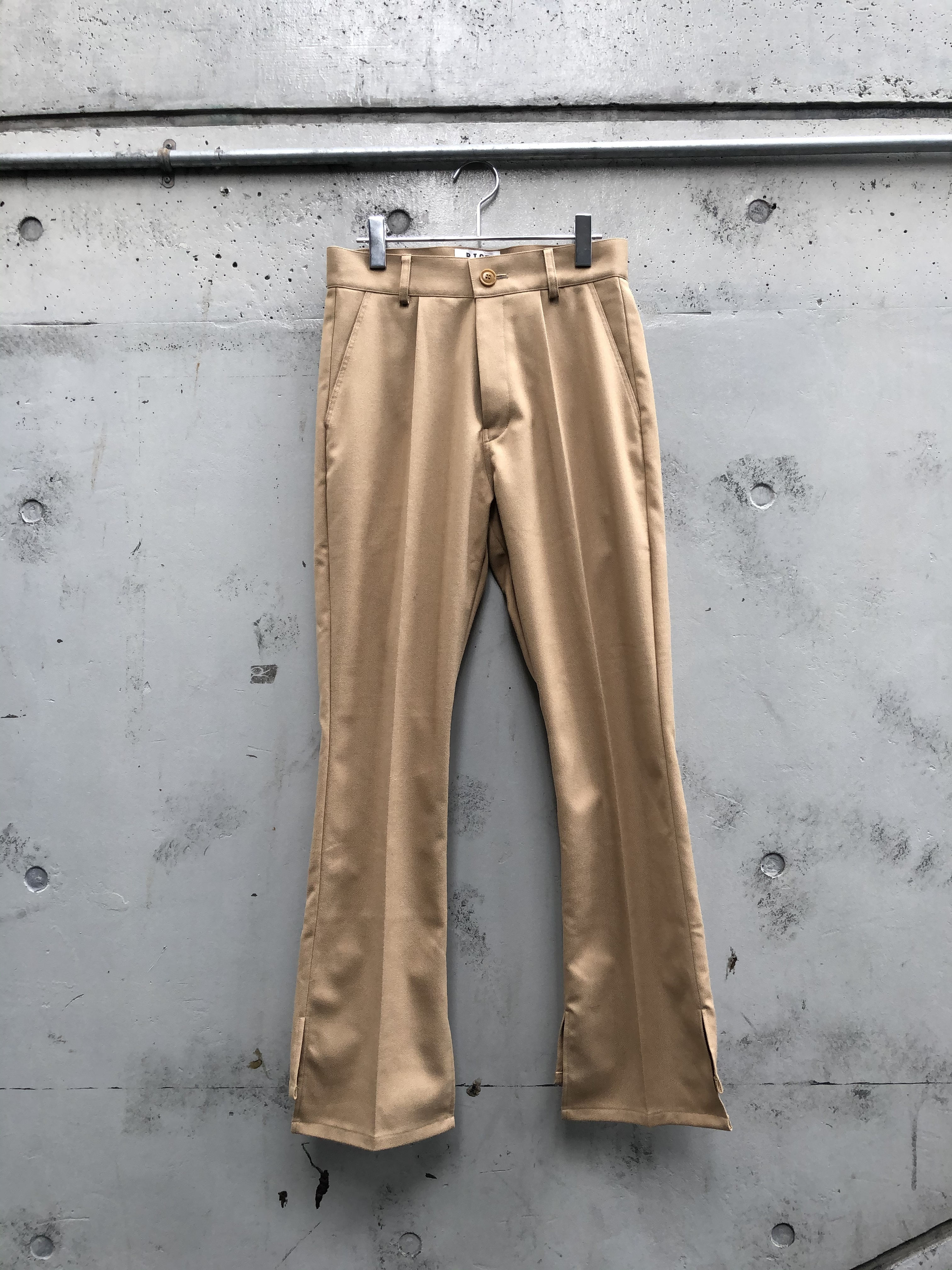 『RICE NINE TEN』THERMOLIGHT COVER UP TROUSERS / camel