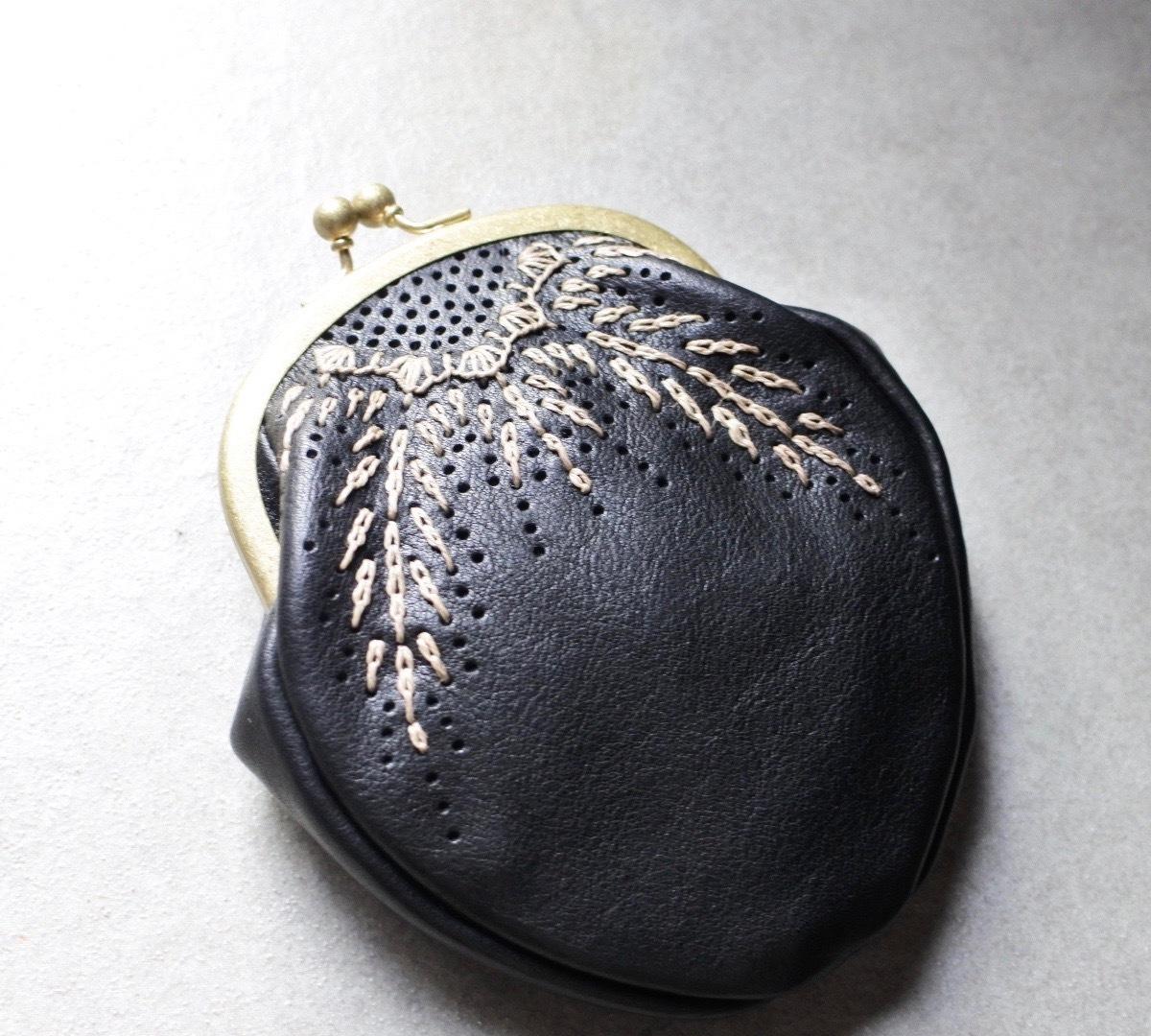 Yammart(ヤマート) / 刺繍r&l stitch pouch(black)