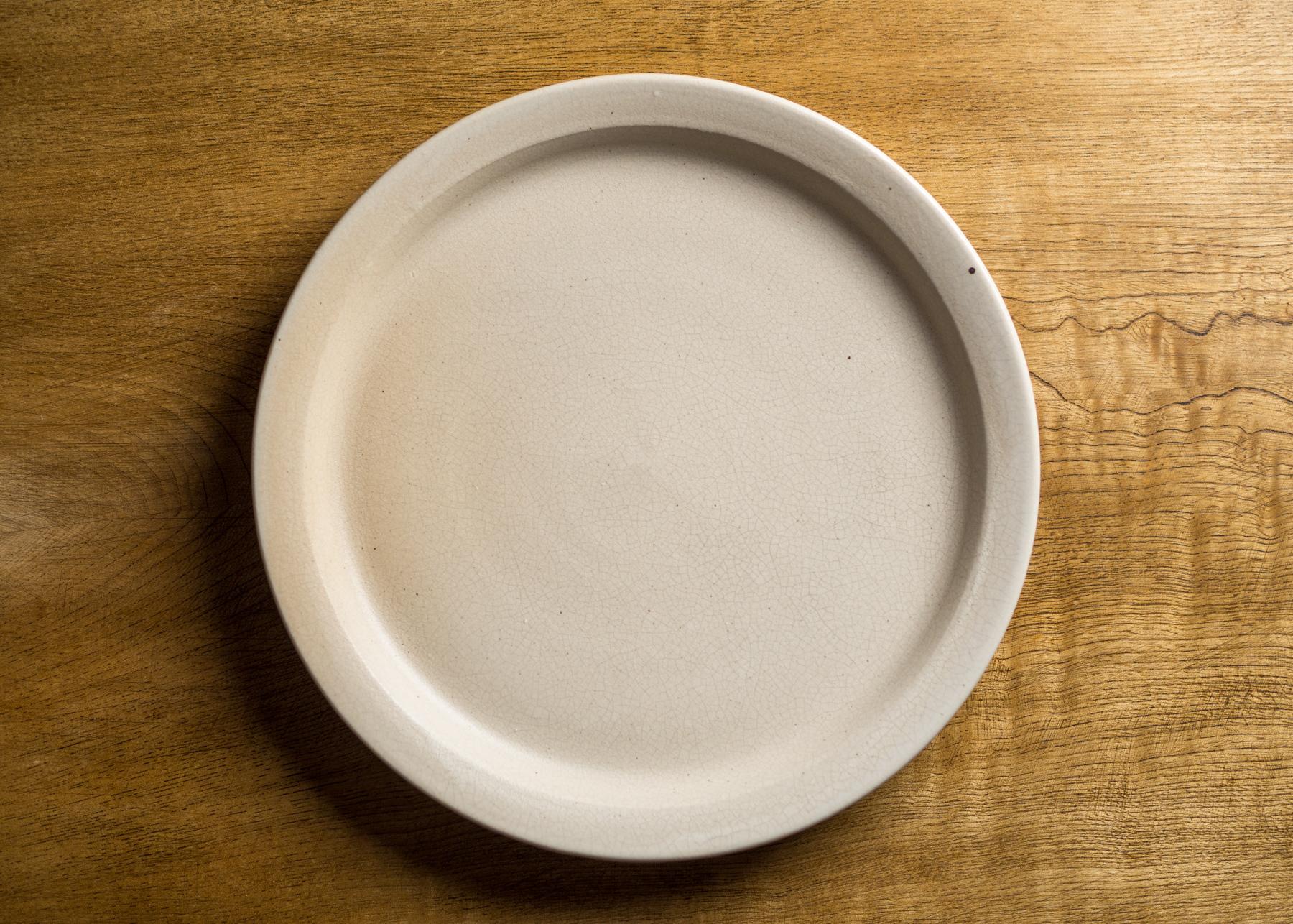 8寸リムプレート白マット釉(大皿・25cm皿)/鈴木美佳子